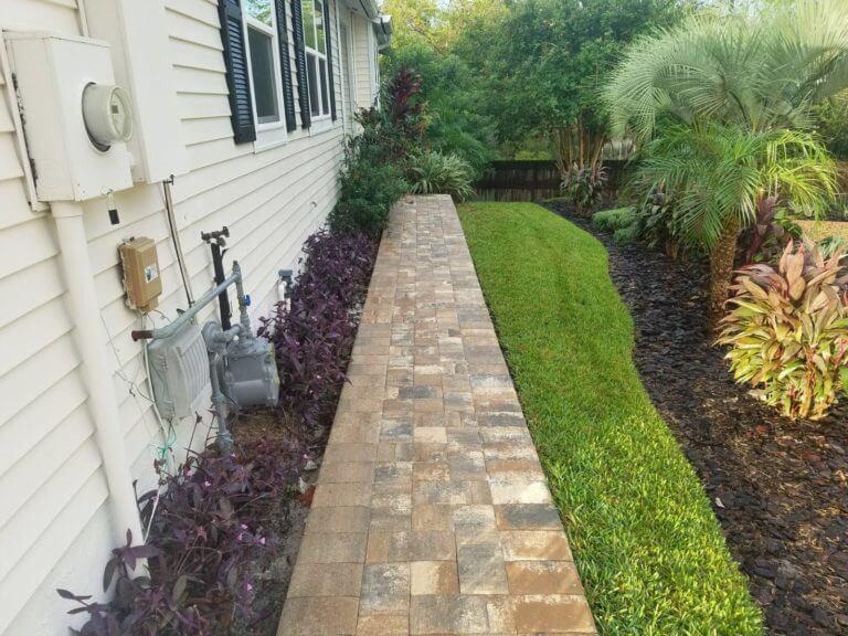 Walkway Longwood Napoli Color Appian Combo brick pavers