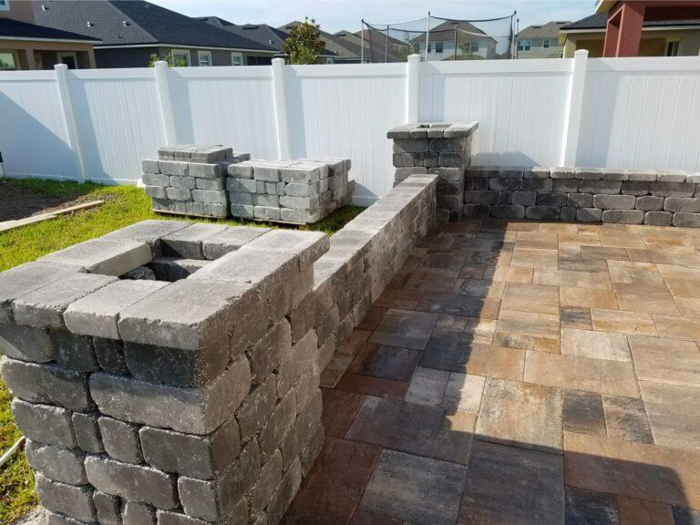 Patio Napoli Millenia Park / Dr Philips Catalina Pavers Bench with Columns Charcoal brick pavers